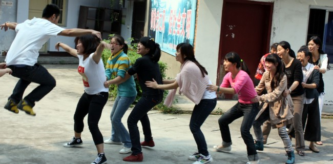 Hua Dan brings participatory drama to student after-class activities in areas stricken by the 2008 Sichuan earthquake.